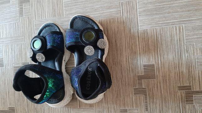 Продам сандали для девочек 25 размер состояние хорошие
