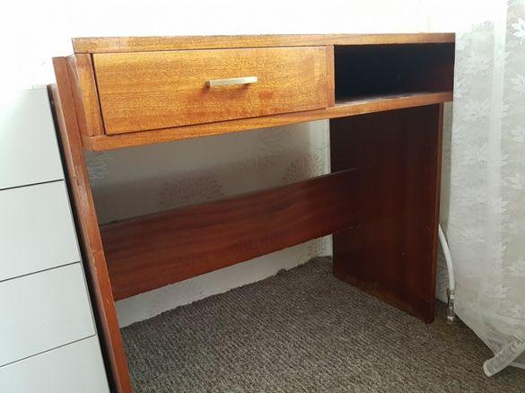 Бюро с малко чекмедже