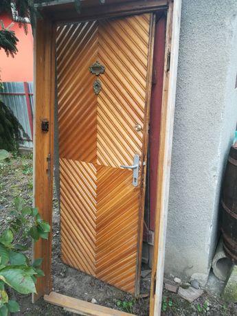 Usa exterioara din lemn cu toc, dimensiune exterioara: 205x88 cm