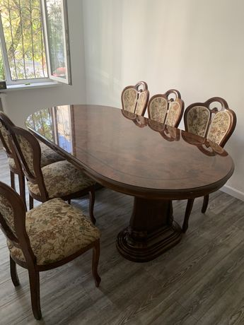Сервант и стол