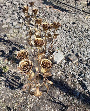 Розы в вазе ритуальные