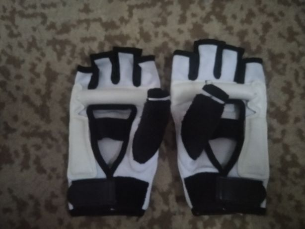 Продам перчатки для спорта