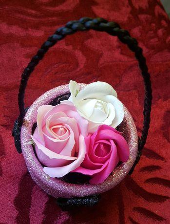 Ornamente trandafiri săpun parfumați si spuma