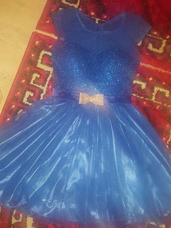 Rochiță de ocazie culoarea albastru mărimea S purtată o singură dată