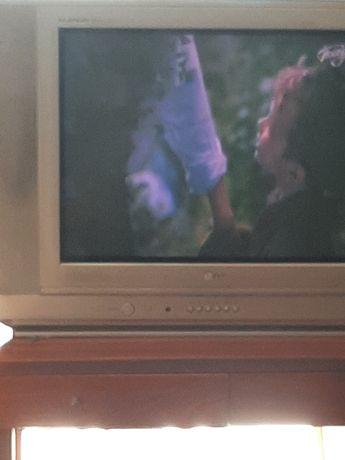 Телевизор сатылады 5 мын тенге срочно  согыныздар