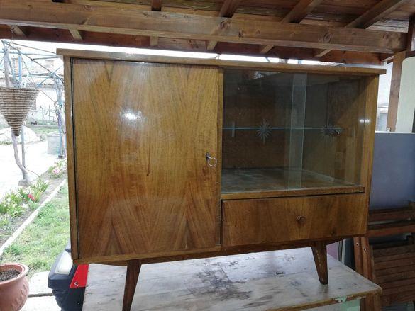 шкафче винтич с витрина