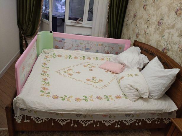Ограждение детское на кровать продам.