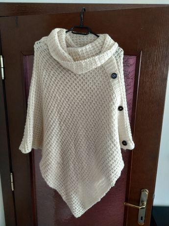 Дамско плетено пончо