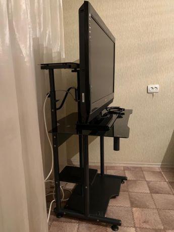продам стол компьютерный стекляный