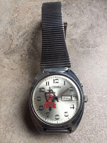 ръчен часовник с логото на МВР на СССР.