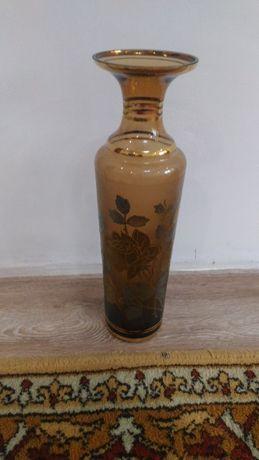 ваза из богемского стекла с инкрустациями золотом.Чехия