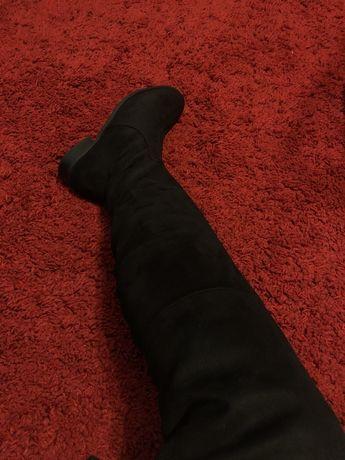 Cizme lungi noi, negre. Marimea 37