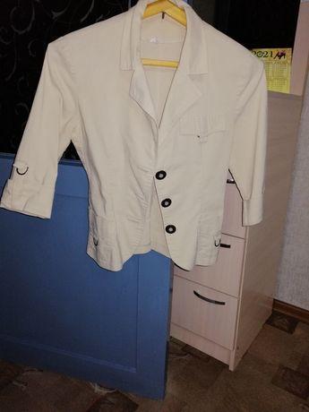 Продам женские пиджаки