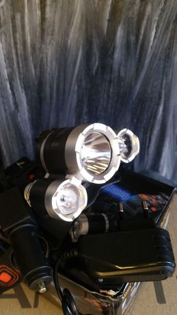 Lanterna  cu Acumulatorii Reincarcabili