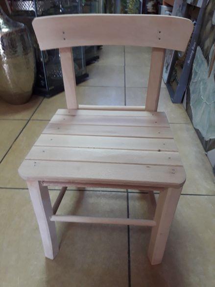 Дървено столче .Производител.
