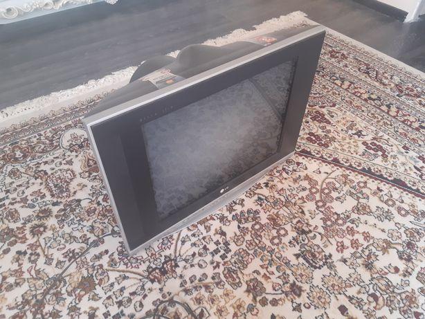 """Телевизор LG 21"""" с подставкой"""