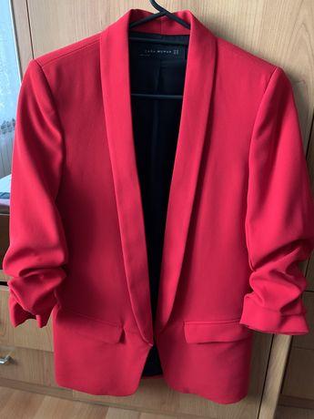 Червен белйзър на Zara