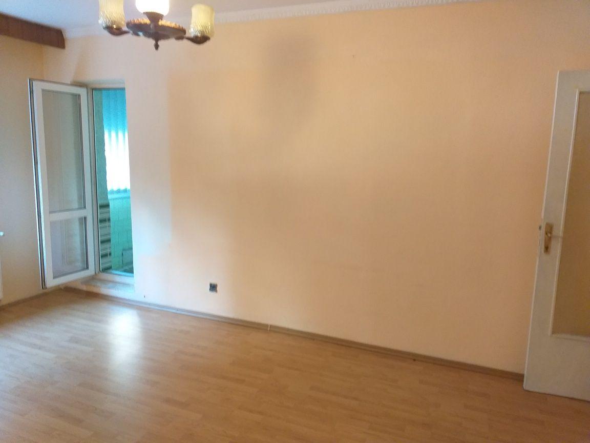 Particular vand apartament 2 camere Calea Bucuresti etaj 1