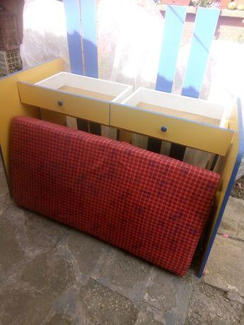 Детско креватче запазено с четири чекмеджета !