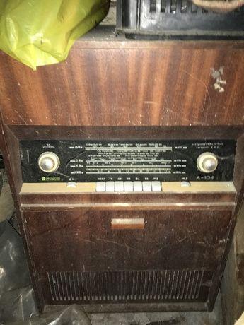 Старо радио с грамофон и 60 плочи