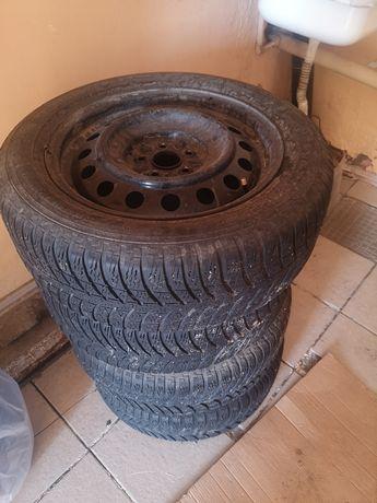 Продаю шины без диска  R16 kumho