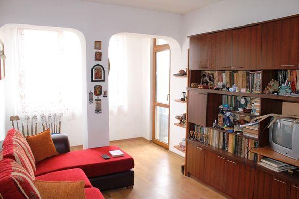 Продавам апартамент с гараж, две мази, таван и дворно място в Шумен –