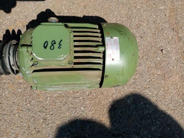 motor 1360 3kw se poate folosi si la diverse utilaje pentru