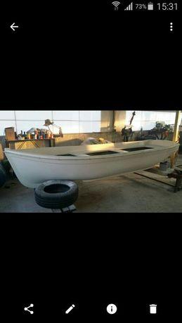 Продавам нова стаклопластова лодка