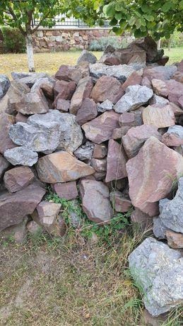 Едри камъни за ограда или основи на къща