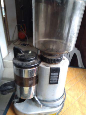 Кафемелачка и кафе машина
