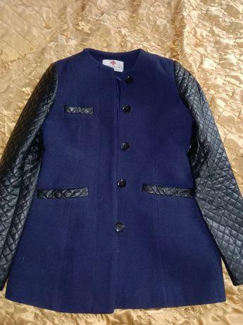 Продам пальто и коржак вместе за 10000тг .размер 42-44.
