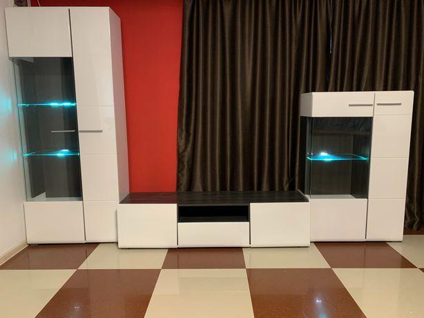 Se vinde mobila living, ca noua, folosită 4 luni.