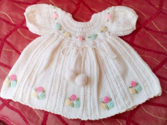 Детска рокля, ръчно плетиво, една кука, 1г.