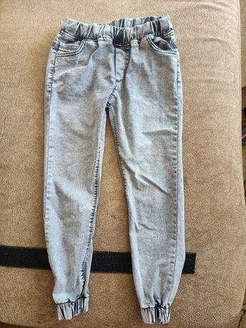 Продам джинсы на 5-6 лет
