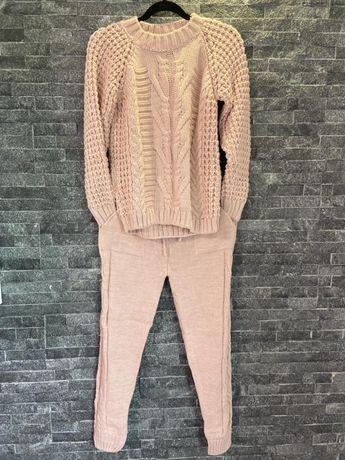 Compleuri tricotate pentru femei!