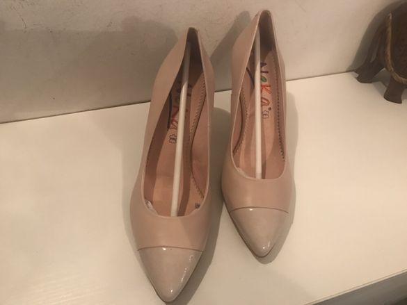 Нови обувки с ток