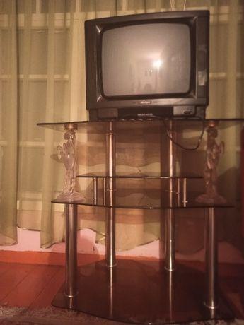 Паставка и телевизор