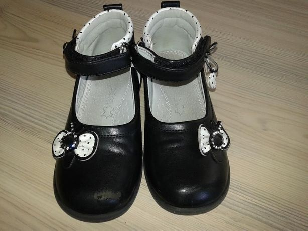 Vând pantofi fetita, mărime 30, negru cu alb
