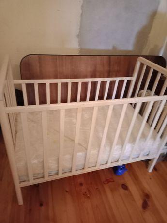 Продам Кроватку детскую+2матраса к ней.