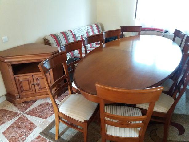 Vând masă din lemn masiv, cu 2 picioare și cu 10 scaune