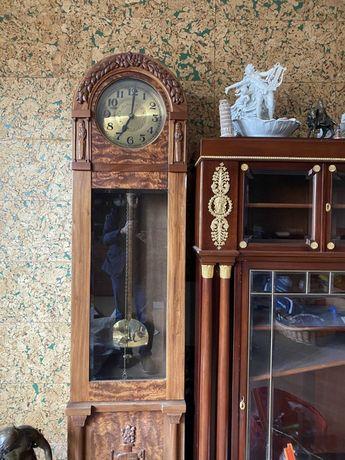 Часы напольные, старинные.