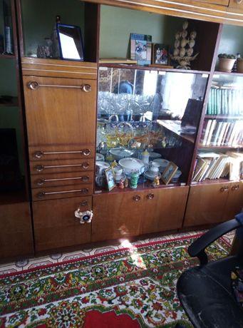 Продам мебель для зала, обеденный стол, шкафы для кухни