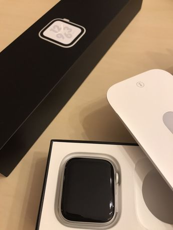 Vand APPLE Smartwatch 4 Nike Plus GPS 44MM Aluminiu Argintiu