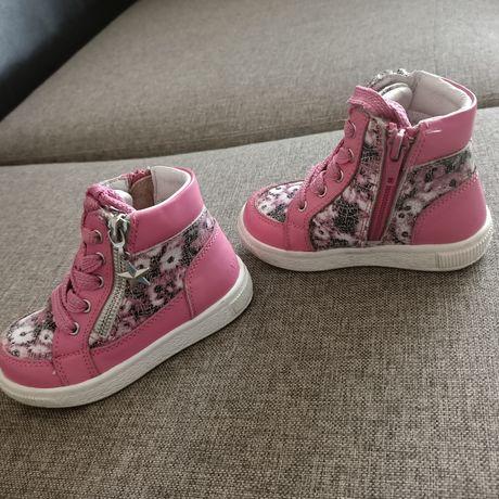 Продам детские ботиночки размер 23