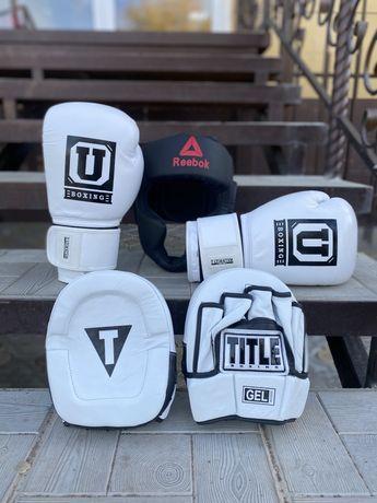 Боксерские перчатки лапа шлем