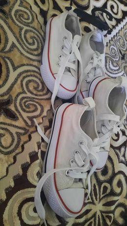 Кроссовки очень хорошие...стирай одевай две пары 27 размер