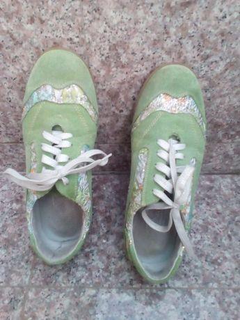 Нови обувки, спортни и красиви
