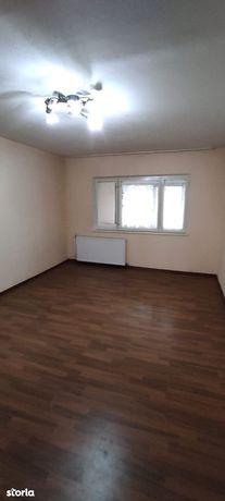 Apartament 3 camere decomandate,parter,Aprodu Purice