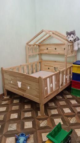 Детское кровать чисто дерево, в идеальном состояний.