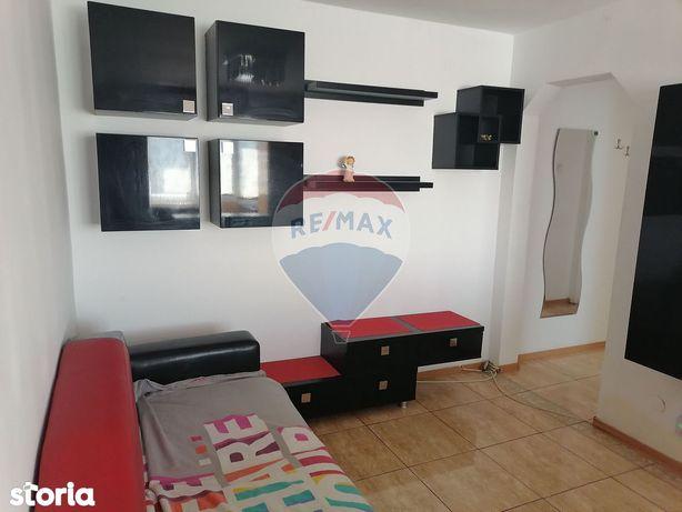 Apartament cu 3 camere de închiriat în zona Milcov